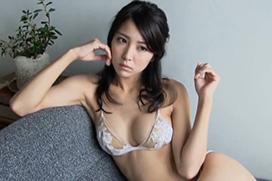 石川恋 モデルが下着姿に挑戦!