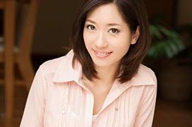 人妻でアイドルな熟女がAVデビュー!