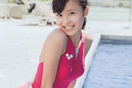 小島瑠璃子の競泳水着も可愛いグラビア画像