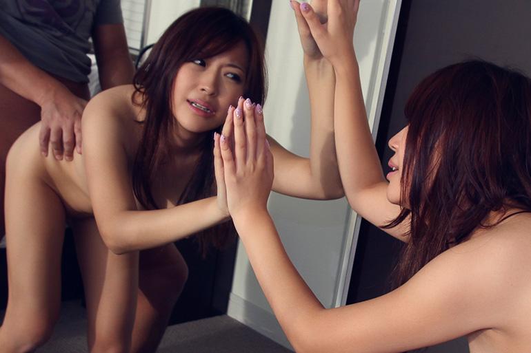 グラマラスなお姉さんが後ろから突かれまくるセックス画像