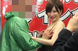 【ガチ画像】AV女優・里美ゆりあイベントがお触り会に…ファンと乳揉みセッ○ス…