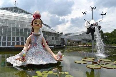 京都府立植物園、「フローラ(花の女神)」(左)と「風神」