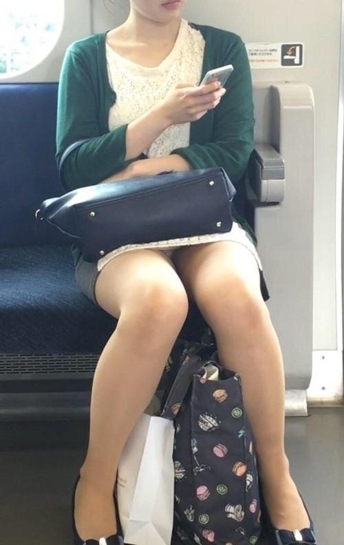 電車でチラッ13