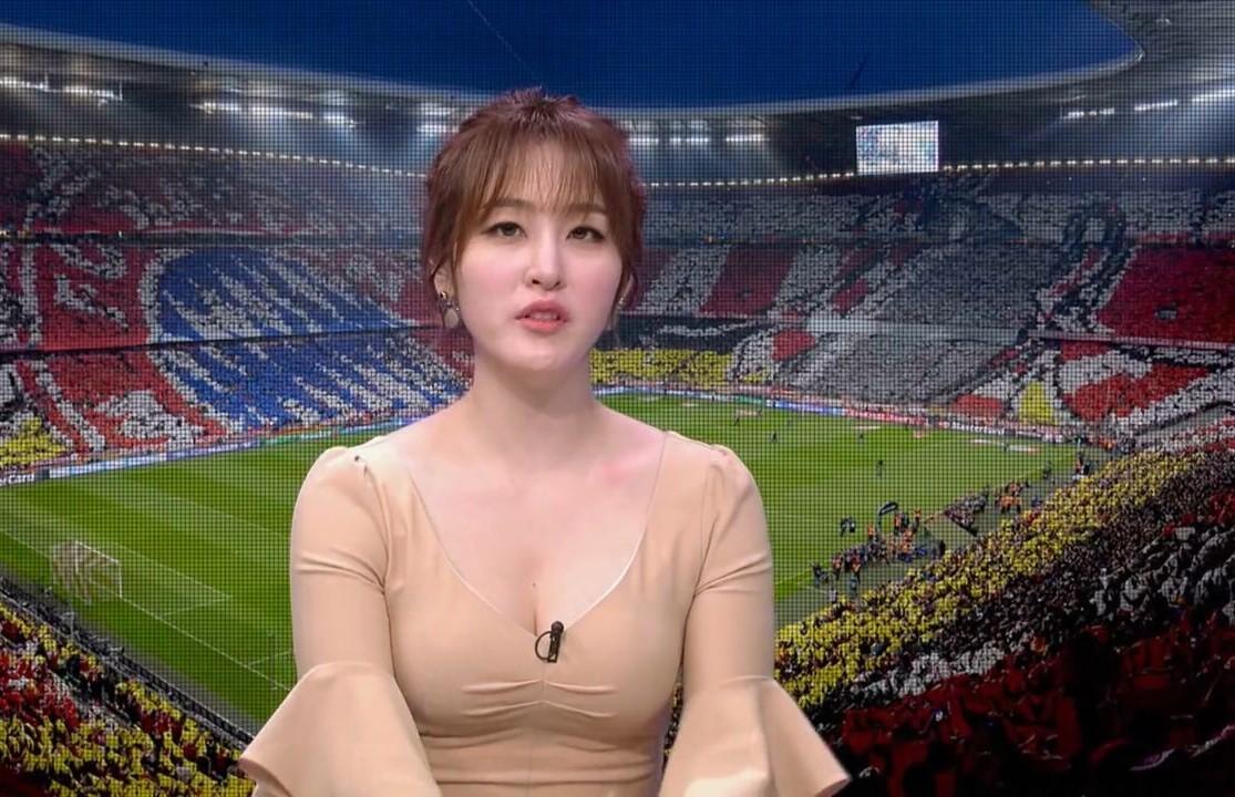 サッカー番組の女キャスター4