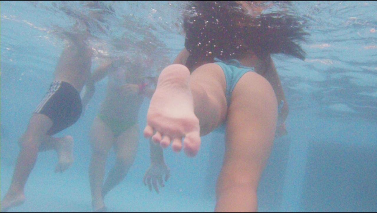 プールに水中カメラ4
