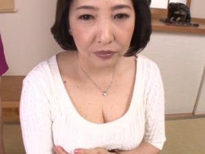 【五十路無料動画】五十路の豊満巨乳おっぱい熟女がエロい下着姿を披露するイメージビデオっぽいやつwww