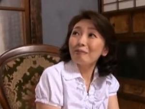 【五十路無料動画】五十路の熟女のH無料動画。五十路のデカ乳輪熟女がクリトリスを弄られ照れる