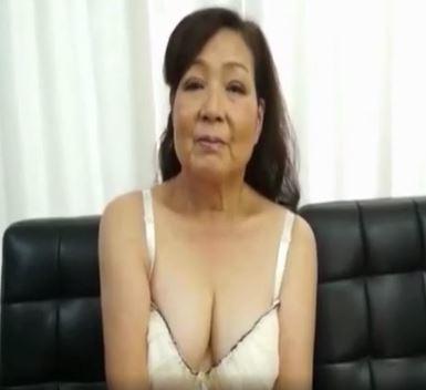 (ヒトヅマムービー)(還暦の性欲)60代のオチンチン大好き婆さんのフェラチオチオテクが凄すぎる
