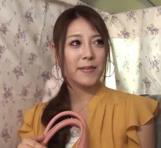 【人妻動画】(ヒトヅマキャッチ)押しに弱い金持ち奥さまは電動マッサージ機でクリ責め即ハメドリ