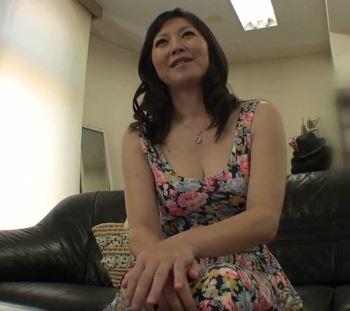 【人妻動画】(初撮り50代)人妻のむっちり肉感が良い感じのヒトヅマが久しぶりのチンチンに大喜びだぁー