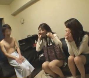 【人妻動画】(シロウト企画)大人の色気プンプンの人妻さん達が草食BOYを食べ尽くす