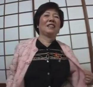 【人妻動画】モンスターおばさんの登場です還暦すぎたのにマダマダ現役です