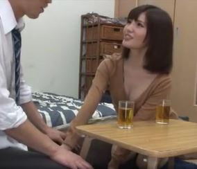 (ヒトヅマムービー)オバさん俺もう我慢できないょ☆幼馴染のお母ちゃんは元気棒が大好物です
