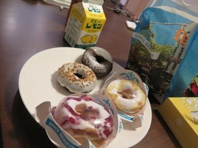 朝ドーナツとレモン牛乳