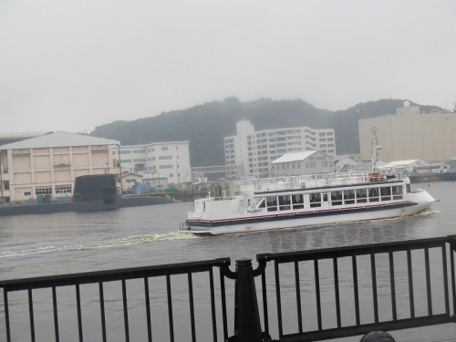 横須賀 潜水艦と軍港めぐりの船