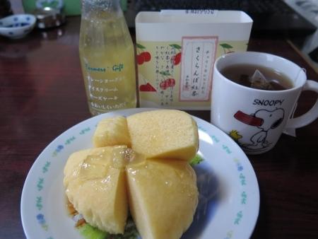 さくらんぼ紅茶とフルーツソースで・・・