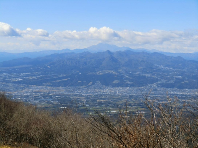 榛名山と後方に浅間山