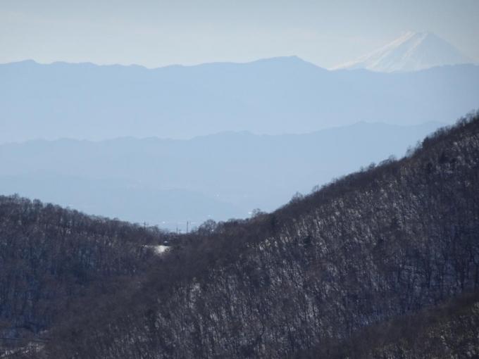 アンテナ山の左に富士山