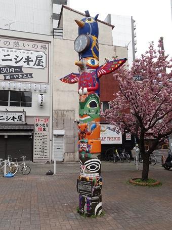 錦糸町駅前のトーテムポール時計
