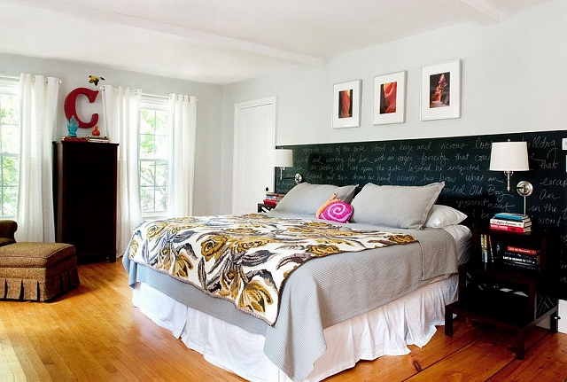 Chalkboard-paint-creates-an-eclectic-accent-addition-inside-the-bedroom.jpg