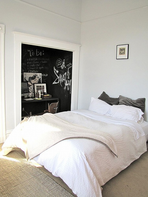 Dark-chalkboard-paint-creates-lovely-visual-contrast-and-a-focal-point-in-the-bedroom.jpg