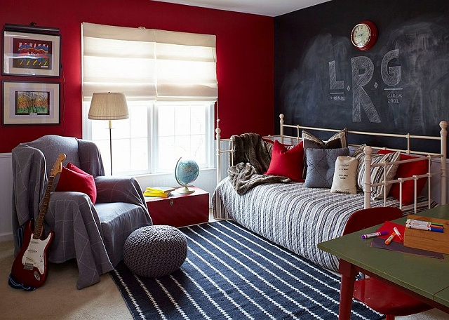 Daybed-and-chalkboard-wall-create-a-more-informal-and-fun-bedroom.jpg