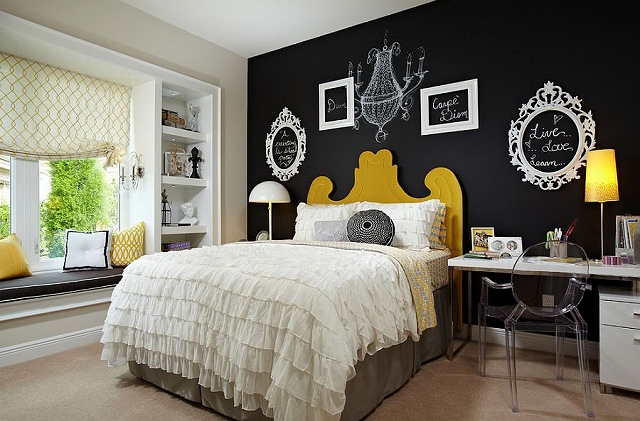 Empty-picture-frames-and-chalkboard-paint-create-a-vibrat-accent-wall-in-the-bedroom.jpg