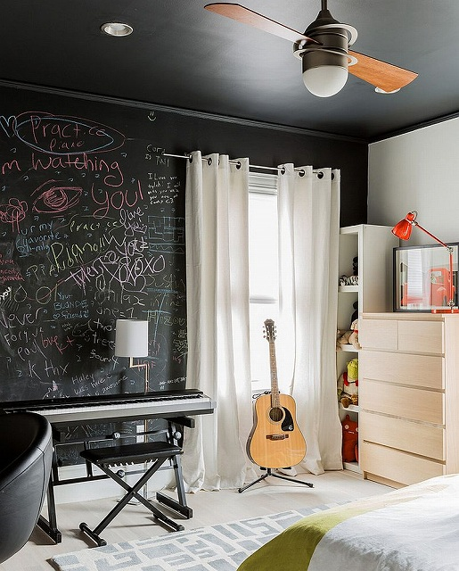 Express-yourself-with-a-chalkboard-paint-wall-in-the-bedroom.jpg