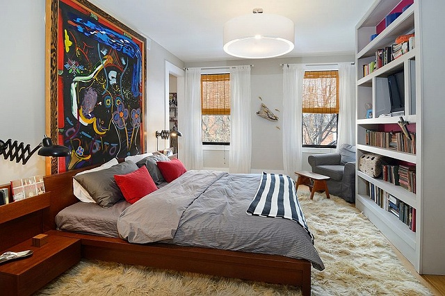 Stunning-bedroom-of-New-York-home-with-a-captivating-work-of-art.jpg