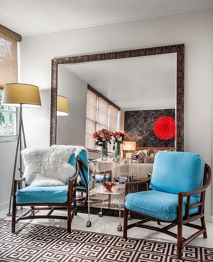 oversized-mirror-behind-chairs.jpg