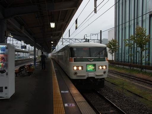 20141005 茅野駅はまかいじ (4)えんぶれむ