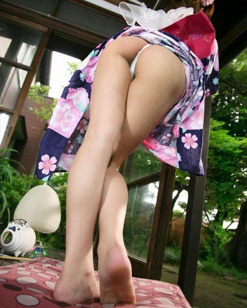 浴衣を着た女子がペロンとお尻を見せつけてくるエロ画像 36枚 No.2