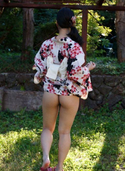 浴衣を着た女子がペロンとお尻を見せつけてくるエロ画像 36枚 No.10