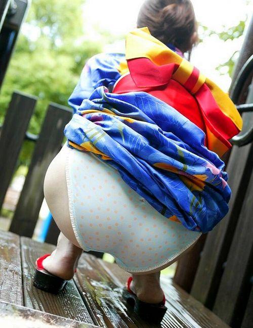 浴衣を着た女子がペロンとお尻を見せつけてくるエロ画像 36枚 No.25