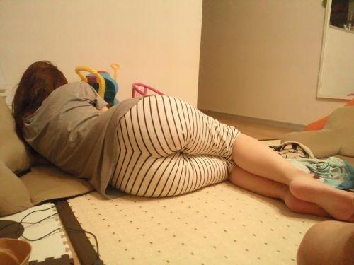 【画像】家の中で姉妹がパンツ丸出しでくつろいでるんだがwww 35枚 No.32