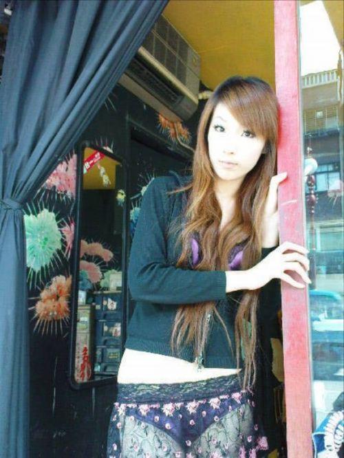 【画像】台湾ビンロウ売り女性の衣装が過激すぎてマンコ丸見えwww 31枚 No.6