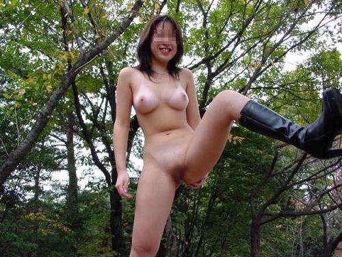 大自然の中で全裸になっちゃう露出狂美女達のヌードエロ画像 35枚 No.20