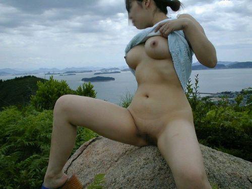 大自然の中で全裸になっちゃう露出狂美女達のヌードエロ画像 35枚 No.31