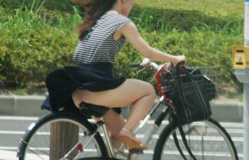 サドルオナニーと野外露出の奇跡のコラボ!自転車ノーパンエロ画像 32枚 No.16