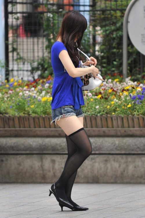 【画像】エロさMAX!ホットパンツにニーハイという絶対領域www 31枚 No.8