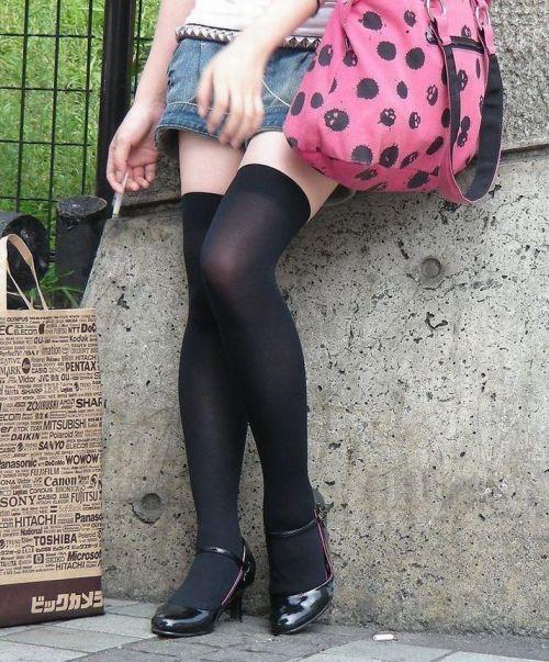 【画像】エロさMAX!ホットパンツにニーハイという絶対領域www 31枚 No.19