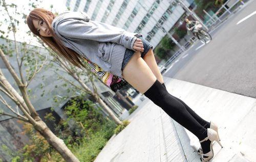 【画像】エロさMAX!ホットパンツにニーハイという絶対領域www 31枚 No.25