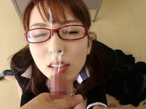 【画像】赤い眼鏡を掛けた知的お姉さんの眼鏡に顔射ぶっかけしたった! 32枚 No.1