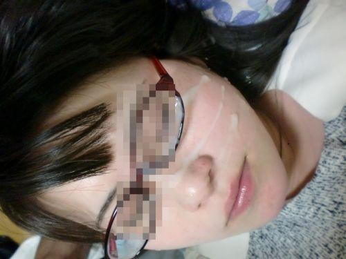【画像】赤い眼鏡を掛けた知的お姉さんの眼鏡に顔射ぶっかけしたった! 32枚 No.8