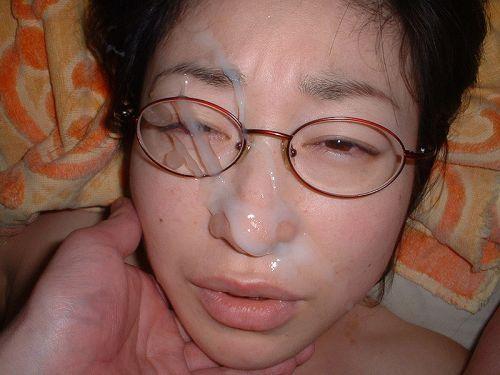 【画像】赤い眼鏡を掛けた知的お姉さんの眼鏡に顔射ぶっかけしたった! 32枚 No.9