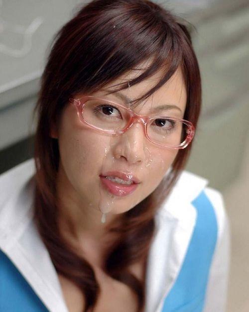 【画像】赤い眼鏡を掛けた知的お姉さんの眼鏡に顔射ぶっかけしたった! 32枚 No.11
