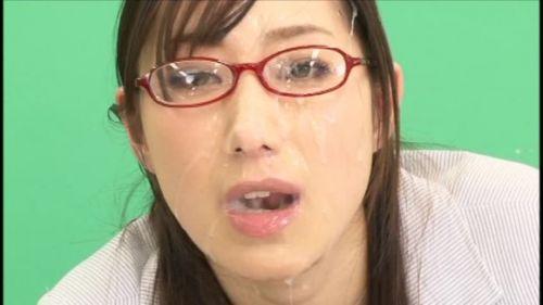 【画像】赤い眼鏡を掛けた知的お姉さんの眼鏡に顔射ぶっかけしたった! 32枚 No.18