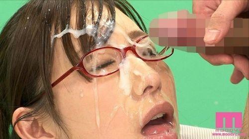【画像】赤い眼鏡を掛けた知的お姉さんの眼鏡に顔射ぶっかけしたった! 32枚 No.27
