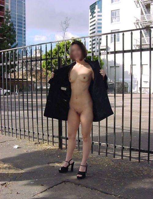 野外でも裸族な露出狂女達がおっぱいとオマンコを見せちゃうエロ画像 36枚 No.9