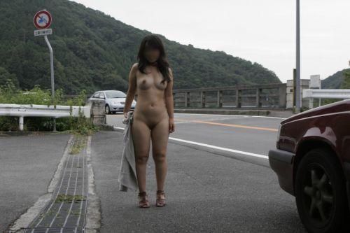 野外でも裸族な露出狂女達がおっぱいとオマンコを見せちゃうエロ画像 36枚 No.30